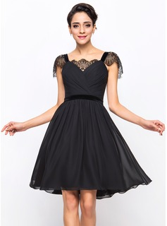A-Line/Princess Sweetheart Knee-Length Chiffon Velvet Cocktail Dress With Ruffle Lace