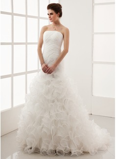 Corte A/Princesa Estrapless Cola corte Organdí Vestido de novia con Cascada de volantes