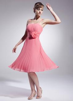 A-Line/Princess Knee-Length Chiffon Bridesmaid Dress With Flower(s) Pleated