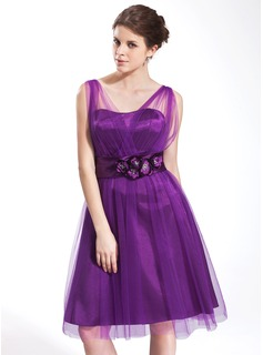 A-Line/Princess V-neck Knee-Length Tulle Charmeuse Homecoming Dress With Ruffle Flower
