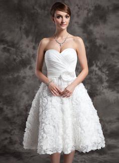 Corte A/Princesa Escote corazón Hasta la rodilla Satén Vestido de novia con Volantes Flores Lentejuelas Lazo(s)