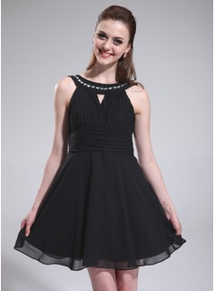 A-Line/Princess Scoop Neck Knee-Length Chiffon Homecoming Dress With Ruffle Beading (022025587)