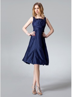 A-Line/Princess Square Neckline Knee-Length Taffeta Bridesmaid Dress With Ruffle Bow(s)