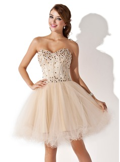 A-Line/Princess Sweetheart Knee-Length Satin Tulle Homecoming Dress With Beading (022009621)
