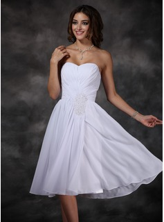A-Line/Princess Sweetheart Knee-Length Chiffon Homecoming Dress With Ruffle Beading (022008148)
