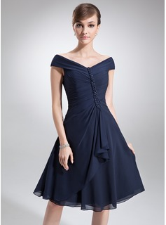A-Line/Princess Off-the-Shoulder Knee-Length Chiffon Mother of the Bride Dress With Ruffle Beading