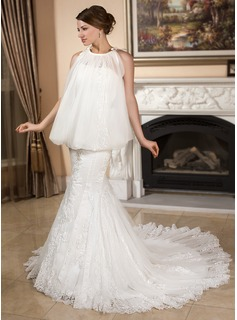 Trumpet/Mermaid Sweetheart Chapel Train Tulle Wedding Dress With Lace