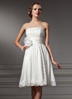 Corte A/Princesa Estrapless Hasta la rodilla Satén Encaje Vestido de novia con Flores