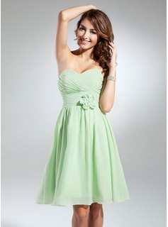 A-Line/Princess Sweetheart Knee-Length Chiffon Homecoming Dress With Ruffle Flower(s) (022015327)