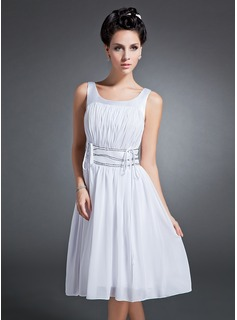 A-Line/Princess Scoop Neck Knee-Length Chiffon Charmeuse Homecoming Dress With Ruffle (022015095)