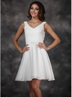 A-Line/Princess V-neck Knee-Length Chiffon Taffeta Homecoming Dress With Ruffle (022009601)