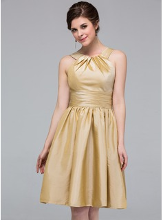 A-Line/Princess Scoop Neck Knee-Length Taffeta Bridesmaid Dress With Ruffle