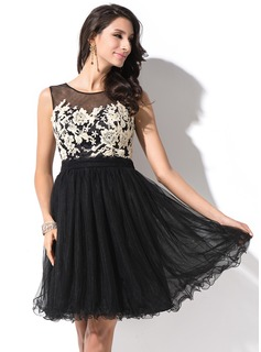 A-Line/Princess Scoop Neck Short/Mini Tulle Homecoming Dress With Lace Bow(s)