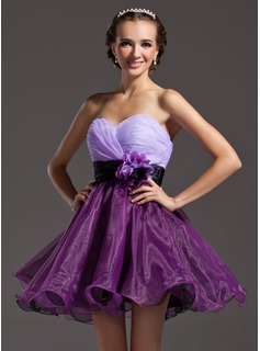 A-Line/Princess Sweetheart Short/Mini Organza Homecoming Dress With Ruffle Sash Flower(s)