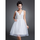 A-Line/Princess V-neck Knee-Length Organza Homecoming Dress With Ruffle Beading