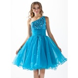A-Line/Princess One-Shoulder Knee-Length Organza Sequined Homecoming Dress With Ruffle Beading