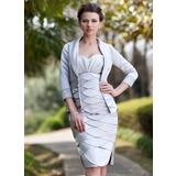 Etui-Linie Herzausschnitt Knielang Satin Kleid für die Brautmutter mit Rüschen Perlen verziert Schlitz Vorn