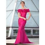 Trompete/Meerjungfrau-Linie Schulterfrei Sweep/Pinsel zug Taft Kleid für die Brautmutter mit Rüschen