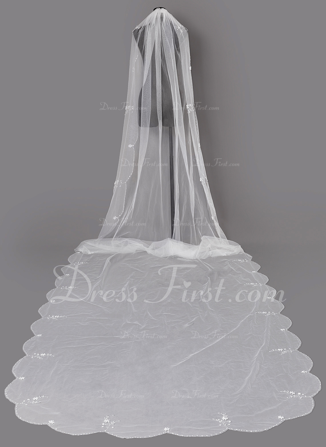 One-tier Beaded Edge Chapel Bridal Veils With Beading