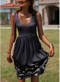 Blommig Print A-linjeklänning Ärmlös Midi Fritids Semester skater Modeklänningar