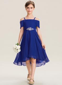 Aライン オフショルダー 非対称 シフォン ジュニアブライドメイドドレス とともに ビーズ 弓