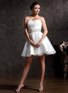 Forme Princesse Amoureux Court/Mini Organza Robe de mariée avec Plissé Brodé Paillettes