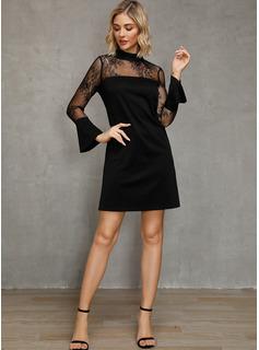 Pizzo Solido Abiti dritti Flare Sleeve Maniche lunghe Mini Piccolo nero Partito Vestiti di moda