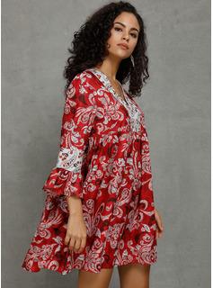 Sobre la rodilla Escote en V Algodón Impresión Mangas 3/4/mangas llamarada Vestidos de moda