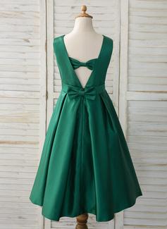 Aライン 非対称 フラワーガールのドレス - サテン 袖なし スクープネック とともに 弓
