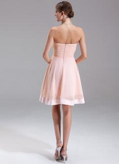A-Line/Princess Strapless Knee-Length Chiffon Homecoming Dress With Ruffle Bow(s)
