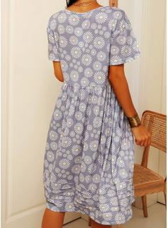 Blommig Print Shiftklänningar Korta ärmar Midi Fritids Tunika Modeklänningar