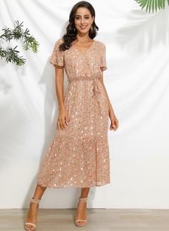 Knielänge V-Ausschnitt Polyester Drucken Kurze Ärmel Modekleider