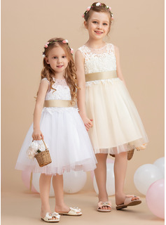 A-Line Knee-length Flower Girl Dress - Tulle/Lace Sleeveless Scoop Neck With Sash/Beading/Back Hole (Detachable sash)
