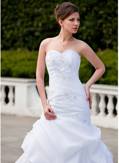 Trumpet/Mermaid Sweetheart Chapel Train Taffeta Wedding Dress With Ruffle Beading Appliques Lace
