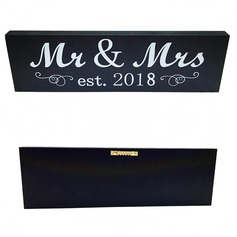 """Mr. & Mrs."" Niza Madera boda sesión (Sold in a single piece)"