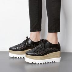 Mulheres PU Plataforma Plataforma Fechados Calços com Aplicação de renda Oca-out sapatos