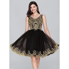 A-Line V-neck Knee-Length Tulle Homecoming Dress