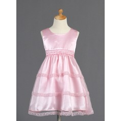 A-Line/Princess Knee-length Flower Girl Dress - Tulle/Charmeuse Sleeveless Scoop Neck With Lace