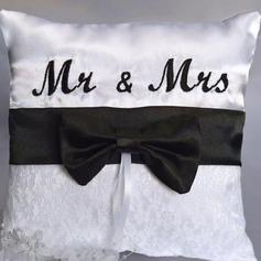 """""""Mr & Mrs."""" Descanso do anel em Pano com Arco"""