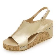 Naisten PU Wedge heel Sandaalit Kiilat Peep toe jossa Niitti kengät