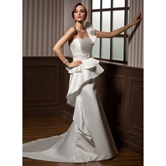 Forme Sirène/Trompette Encolure asymétrique Traîne mi-longue Satiné Robe de mariée avec Emperler Robe à volants