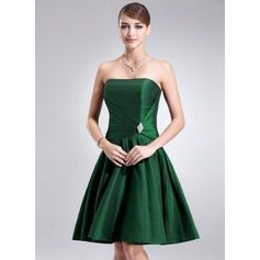 A-Line/Princess Strapless Knee-Length Taffeta Cocktail Dress With Ruffle Crystal Brooch
