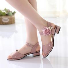 A menina de imitação de couro Heel plana Peep toe Sandálias com Pérola Imitação Flor