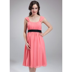 Empire Scoop Neck Knee-Length Chiffon Maternity Bridesmaid Dress With Ruffle Sash