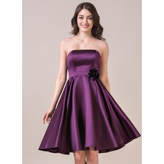 A-Line/Princess Strapless Knee-Length Satin Bridesmaid Dress With Flower(s)