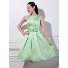 A-Line/Princess Square Neckline Knee-Length Satin Bridesmaid Dress With Flower(s)