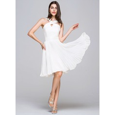 A-Line/Princess V-neck Knee-Length Chiffon Satin Homecoming Dress With Pleated (022068040)