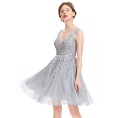 A-Line/Princess V-neck Knee-Length Tulle Homecoming Dress With Beading Sequins (022120473)