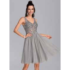 A-Line V-neck Knee-Length Tulle Homecoming Dress (022206523)