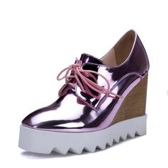 Kvinnor Lackskinn Kilklack Stängt Toe Kilar med Bandage skor